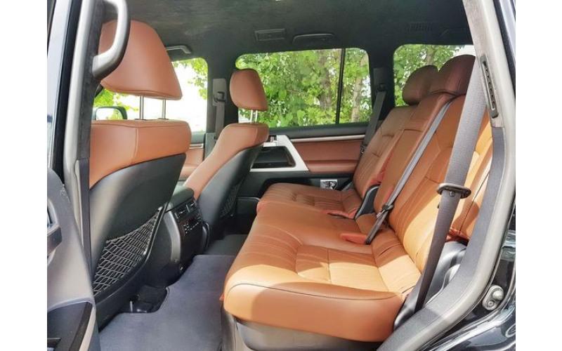 Джип Toyota Land Cruiser 200 черная O8Bx