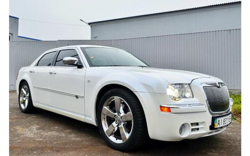 126 Chrysler 300C белый pNOk